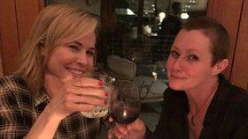 Brenda z Beverly Hills v baru a s kamarádkou na skleničce: Je z nejhoršího venku?