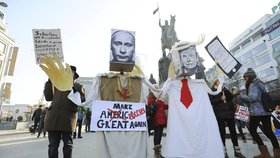 Češi řeší politiku z hospody, rýpli si Američané. Pak brojili proti Trumpovi