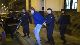 Lupič okradl nebohou stařenku o důchod: Policie jej zatkla i s penězi už za šest hodin