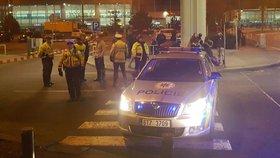 Pyrotechnici prohledali pražské letiště: Žádnou bombu nenašli