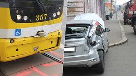 Tramvaj v Plzni smetla osobák: Tři lidé v autě se zranili