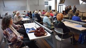 """Jak zatočit se """"Šmejdy"""" a další rady: V Praze 2 mají Senior akademii"""