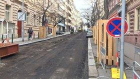Dělníci rozkopou další část Americké ulice: Pokračují opravy vodovodních řadů