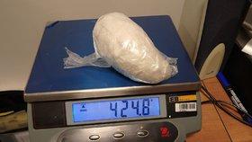 """Cizinec (37) pašoval ve spodním prádle kokain: Celníci ho na letišti """"vyhmátli"""""""