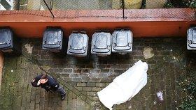V Holešovicích vypadl muž (†60) z okna: Pád ze 4. patra nepřežil