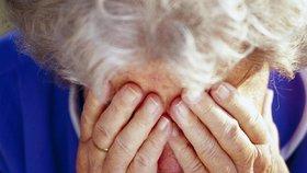 Zmatená seniorka rozbila záchod a vytopila souseda: Skončila na psychiatrii