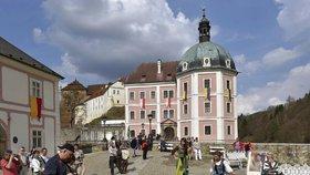 V Bečově zazněla rána z kanónu: Na zámku přivítali miliontého návštěvníka