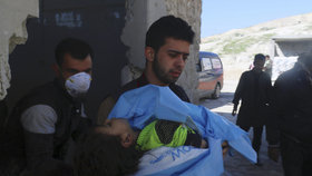 V Sýrii asi zabíjel sarin a chlor. Kdo může za bolestivou smrt dětí?