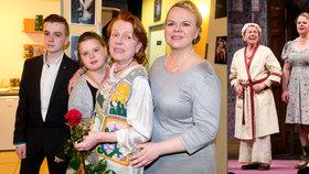 Janžurová na prknech s dcerou: Sabina přišla o hlas, Ivu hlídal lékař! Podpořila je celá rodina
