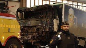 Manévry a zatýkání ve Stockholmu: Policie po útoku zadržela další 3 lidi