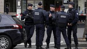 Přísně střežený víkend ve Francii: Volby hlídá armáda a 50 tisíc policistů