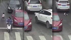 Dívku (2) dvakrát přejelo auto, ale stáli při ní všichni svatí: Zázrakem přežila!