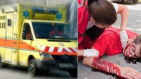 """Auto plné mladých lidí narazilo do stromu: Vůz zůstal na boku, řídil 20letý """"kluk"""""""