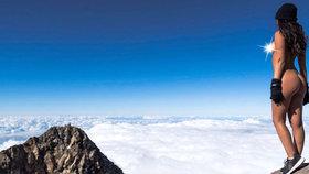 Nahá modelka na posvátné hoře: Pobouřila domorodé Novozélanďany