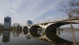 Kompletní uzavírka Libeňského mostu: Proběhnou tu zatěžkávací zkoušky