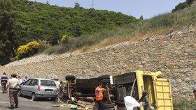 V Turecku zemřelo 23 turistů: Autobus s nimi sjel ze skály