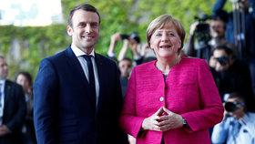 """Macron jako první zamířil do Německa. Merkelová odmítá, že by byl její """"pudlík"""""""