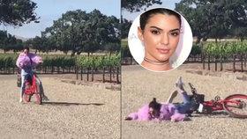 Kendall Jenner a její jezdecký um: Modelka se při jízdě na kole rozplácla!