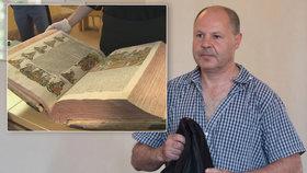 Případ vzácných tisků: Překupník má z podmínky trest, uklízečka za »drobné« koupila samopal