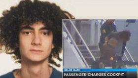 Drama letu na Havaj: Opilý Turek se dobýval k pilotům, přemohli ho cestující