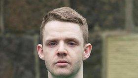 Skot ubodal 18letého Čecha. Je tak nebezpečný, že ho odsoudí přes videopřenos