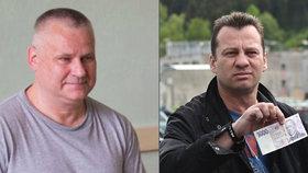 Odpykal si sedm let za padělání peněz: Teď přinesl Kajínkovi k věznici tisícovku na oběd a jízdenku