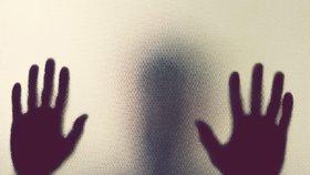Muže (23) zdrogovaly tři ženy v taxíku! Střídavě ho znásilňovaly