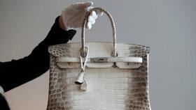 Nejlepší investice? Kupte luxusní kabelku, neztrácí hodnotu ani v recesi