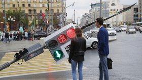 Uragán v Moskvě zabil 16 lidí. Prohnal se i rezidencí Medveděva
