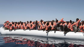 Pašerák u jemenských břehů utopil 50 migrantů, lekl se úředníků