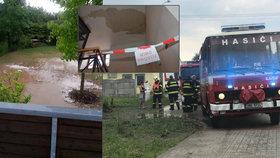 Bouřky ničily Olomoucko: Radnici s odkrytou střechou vyplavil přívalový déšť, vítr lámal stromy
