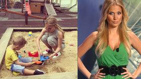 Drobounká Ochotská na pískovišti: Vedle syna vypadá jako holčička!