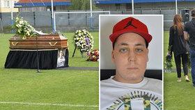 Pohřeb studenta (†21), kterému nevěřili rakovinu: Tryznu na stadionu moderovala slavná moderátorka!