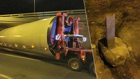 """Kamion v noci paralyzoval dopravu na Barrandovském mostě: Uvízl v """"myší díře"""""""