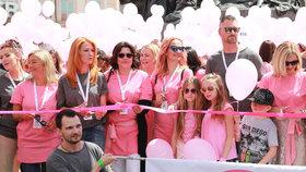 Csáková i Absolonová v růžovém. 22 tisíc lidí podpořilo boj proti rakovině prsu