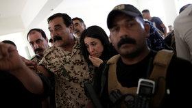 Ženy znásilní, prodají nebo mučí. Co zažívají sexuální otrokyně ISIS?