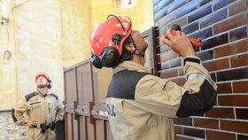 Činžovní dům v Nuslích má kvůli stavbě narušenou statiku: Lidé museli pryč