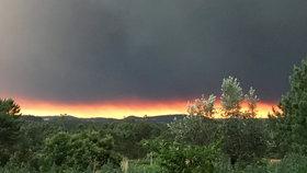 Strach z ohně ve Španělsku: Kvůli lesním požárům evakuovali 700 lidí