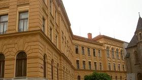 Mnoha dětem v Praze začnou prázdniny dřív. Chystají se stovky oprav ve školách