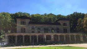 Restaurátoři a dělníci ve Šlechtovce: Začali s opravami za 120 milionů