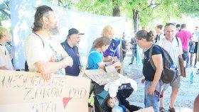 I my jsme lidé, kteří vás volí! Občané protestovali na Palačáku bojovali za sociální bydlení