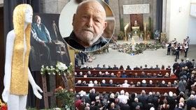 Se sochařem Olbramem Zoubkem (†91) se přišly rozloučit stovky přátel a příznivců: Rakev střežila Ifigenia...
