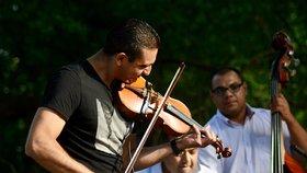 Romská hudba roztančila pobřeží Vltavy. Karlín slaví 200 let!
