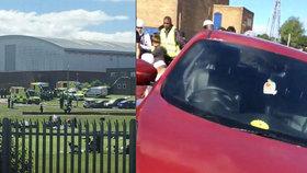 V Anglii najelo auto do lidí během modliteb: Šest zraněných včetně tří dětí