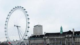 Slavné London Eye evakuovali: Temže vyplavila bombu
