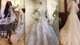 Nejutajovanější svatba léta: Ručně vyšívané šaty od Matragi, obřad na zámku!