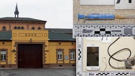 Razie v největší věznici v Česku: Na Borech našli drogy a mobily, na výslech potřebovali žádanku