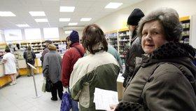 Seniory a děti čeká menší vydání. Sněmovna schválila nižší doplatky na léky
