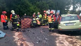 Hrůzná nehoda na Hodonínsku: Hasiči vyprošťovali své mrtvé sousedy