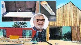 Bartoškův nový luxusní dům: Dveře a okna nejdou otevřít, dřevo praská!